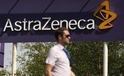 AstraZeneca a dit jeudi prévoir une baisse de 1% à 5% de ses bénéfices en 2016, l'arrivée sur le marché de médicaments génériques du Crestor, le traitement du cholestérol du laboratoire anglo-suédois, devant effacer l'effet de la croissance des ventes de nouveaux médicaments. /Photo d'archives/REUTERS/Phil Noble
