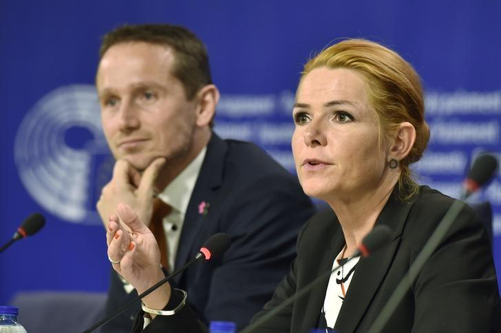 Denmark's Foreign Minister Kristian Jensen and Denmark's Immigration and Integration Minister Inger Stojberg give a news conference after a meeting on the new Danish asylum laws at the European Parliament's civil liberties committee in Brussels, Belgium, January 25, 2016. REUTERS/Eric Vidal