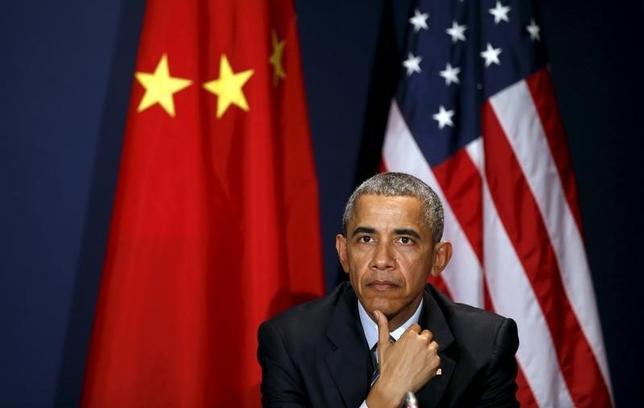 2月5日、オバマ米大統領(写真)は、中国の習主席と電話会談を行い、北朝鮮が長距離弾道ミサイルの発射実験を行えば、挑発的で地域の安定を損なう行為になるとの考えで一致した。パリで昨年11月撮影(2016年 ロイター/Kevin Lamarque)