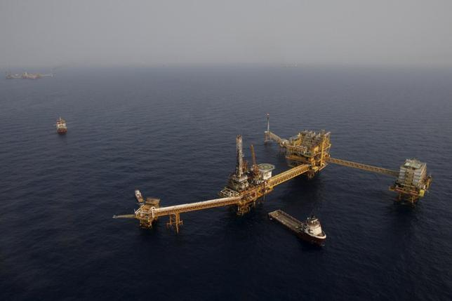 Mexico's state-run oil monopoly Pemex's platform ''Ku Maloob Zaap'' is seen in the Northeast Marine Region of Pemex Exploration and Production in the Bay of Campeche in this April 19, 2013 file photo. REUTERS/Victor Ruiz Garcia/Files