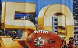 Workers prepare for NFL Super Bowl 50 outside Levi's Stadium in Santa Clara, California, United States, February 6, 2016. REUTERS/Mike Blake