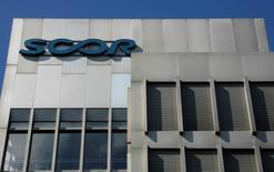 Scor Global P&C annonce avoir enregistré une croissance des primes brutes de 2% à taux de change constants à 3,0 milliards d'euros lors des renouvellements de ses contrats de réassurance au 1er janvier 2016. /Photo d'archives/REUTERS/Christian Hartmann