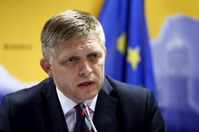 Slovakia's Prime Minister Robert Fico addresses a news conference after a European Union leaders extraordinary summit on the migrant crisis in Brussels, Belgium September 24, 2015.  REUTERS/Francois Lenoir