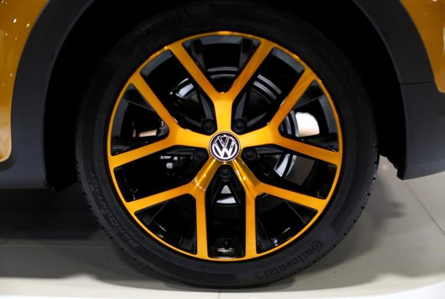 The gold wheel treatment of a 2016 Volkswagen Dune convertible is seen at the Washington Auto Show in Washington January 29, 2016.  REUTERS/Gary Cameron