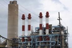 La central de energía San Juan de la Autoridad de Energía Eléctrica de Puerto Rico, vista en San Juan, Puerto Rico, 30 de junio de 2015. El Senado de Puerto Rico aprobó la Ley para la Revitalización de la Autoridad de Energía Eléctrica (AEE), cuyo objetivo es la reestructuración a la endeudada compañía eléctrica del Estado libre asociado a Estados Unidos, dijo un portavoz de la AEE. Reuters/Alvin Baez-Hernandez