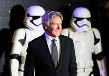 Harrison Ford chega para evento de 'Star Wars' em Londres.   REUTERS/Paul Hackett