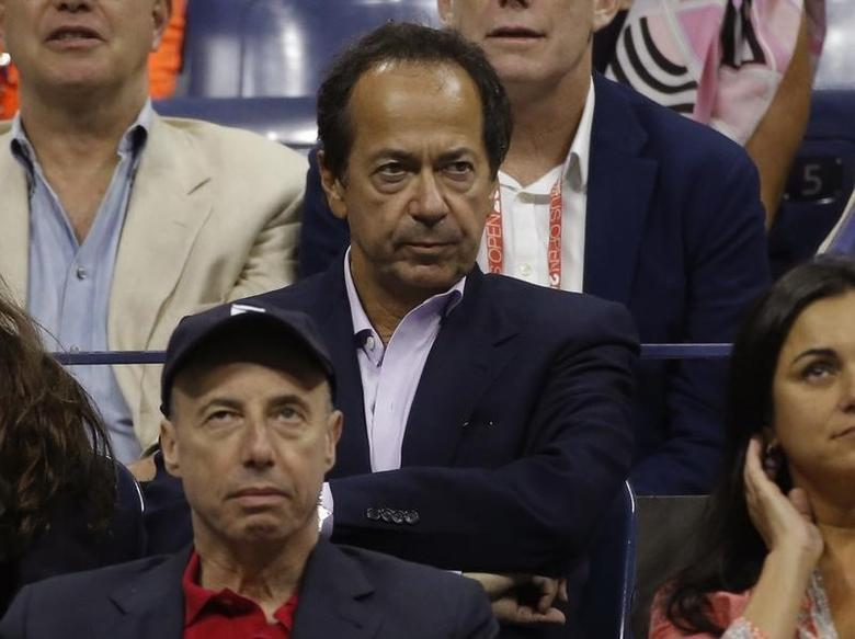 Hedge Fund manager John Paulson at the U.S. Open Championships tennis tournament in New York, September 13, 2015.      REUTERS/Mike Segar