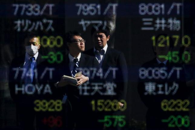 2月12日、米資産運用大手ブラックロックのストラテジスト、ラス・コーステリッチ氏はCNBCテレビで、日本株は割安で金融市場の中で「明らかに最も売られ過ぎの状態にある」と語った。都内で10日撮影(2016年 ロイター/THOMAS PETER)