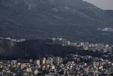 Les prix du marché immobilier grec ont baissé de 5,1% en 2015, accusant ainsi une chute de 41,5% depuis 2008, avant que la récession ne s'abatte sur la Grèce. /Photo d'archives/REUTERS/Alkis Konstantinidis