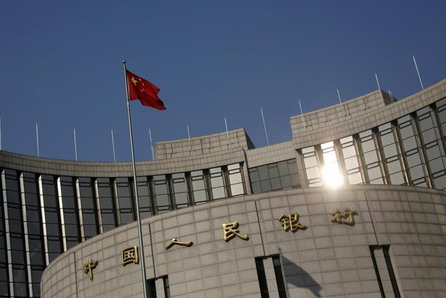 2月16日、中国人民銀行(中央銀行)が公表した1月の新規人民元建て融資は2兆5100億元(3856億ドル)と前月の5978億元から大きく伸び、過去最高となったほか、アナリスト予想も上回った。写真は北京で1月撮影(2016年 ロイター/Kim Kyung Hoon)