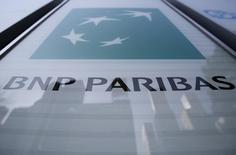 BNP PARIBAS recule de 2,45% tandis que le CAC 40 est en baisse de 0,15% à mi-séance de la Bourse de Paris. Les valeurs bancaires (-2,16%) subissent la plus forte baisse sectorielle en Europe dans un mouvement de prises de bénéfices après avoir rebondi de près de 10% sur les deux dernières séances. /Photo d'archives/REUTERS/Yuya Shino