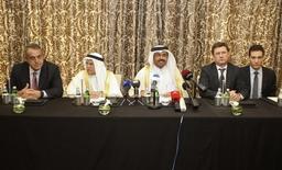 De izquierda a derecha: El ministro de Petróleo de Venezuela, Eulogio del Pino,  el ministro de Petroleo de Arabia Saudita, Ali al-Naimi, el ministro de Energía de Qatar, Mohammad Saleh al-Sada y el ministro de Energía de Rusia, Alexander Novak, durante una conferencia de prensa en Doha, Qatar. 16 de febrero de 2016. Los principales exportadores mundiales de petróleo, Rusia y Arabia Saudita, acordaron el martes congelar sus niveles de producción, aunque dijeron que la medida dependerá de que otros países se sumen, un punto de fricción con Irán, ausente de las conversaciones y determinado a aumentar su bombeo. REUTERS/Naseem Zeitoon REUTERS/Naseem Zeitoon