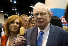 Berkshire Hathaway CEO Warren Buffett enjoys a Dairy Queen ice cream bar prior to the Berkshire annual meeting in Omaha, Nebraska in this May 2, 2015 file photo. REUTERS/Rick Wilking/Files