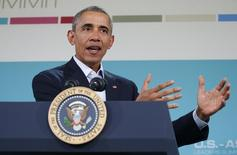 Президент США Барак Обама на пресс-конференции после саммита АСЕАН в Калифорнии. 16 февраля 2016 года. Президент США Барак Обама сказал во вторник, что вовлеченность России в сирийский конфликт - свидетельство слабости сирийского правительства и что умным шагом для президента России Владимира Путина было бы посредничество в обеспечении политического перехода в Сирии. REUTERS/Kevin Lamarque