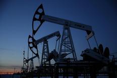 L'Iran s'est abstenu mercredi de proposer de limiter sa production pétrolière dans le cadre de l'accord conclu la veille entre plusieurs autres pays exportateurs, la priorité de Téhéran restant la reconquête des parts de marché perdues à cause des sanctions internationales. /Photo prise le 25 janvier 2016/REUTERS/Sergei Karpukhin