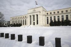 El edficio de la Reserva Federal de Estados Unidos en Washington, ene 26, 2016. Los funcionarios de la Reserva Federal manifestaron el mes pasado preocupaciones de que las ajustadas condiciones financieras globales puedan impactar negativamente a la economía de Estados Unidos, por lo que consideraron cambiar su planeado ritmo de alzas de tasas de interés en el 2016.  REUTERS/Jonathan Ernst