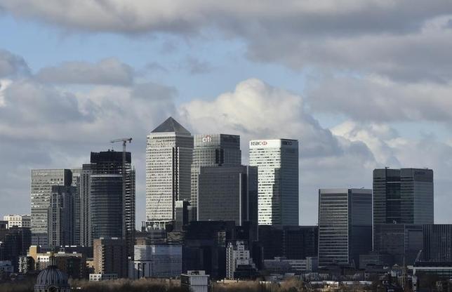 2月17日、最近の金融市場は、景気後退を予言するような動きを示している。市場の見通しが当たるとは限らないが、少しのショックでも大きく動揺しやすい状態だ。写真はロンドンの金融センター、カナリー・ワーフ。15日撮影(2016年 ロイター/Hannah McKay)