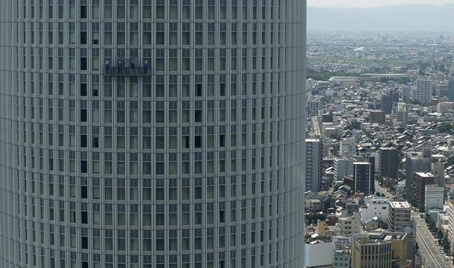 2月18日、経済協力開発機構(OECD)はに世界経済見通しを公表し、その中で日本の2016年の実質成長率を昨年11月時点の前年比1.0%から0.8%に引き下げた。名古屋で2013年7月撮影(2016年 ロイター/Toru Hanai)
