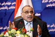 El ministro de Petróleo de Irak, Adel Abdul Mahdi, durante una conferencia de prensa en la sede del Parlamento iraquí, en Bagdad, 7 de septiembre de 2010. El ministro de Petróleo de Irak dijo el jueves que las conversaciones entre países miembros y no miembros de la OPEP continuarán para apoyar los precios del crudo, un día después de que una reunión que buscaba alcanzar un pacto global para congelar la producción terminó sin resultados concretos. REUTERS/Thaier al-Sudani