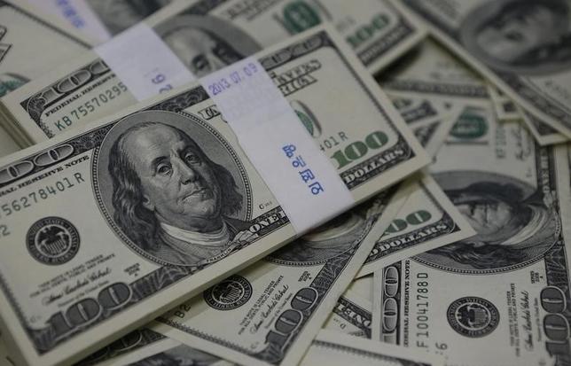 2月19日、午後3時のドル/円は、前日ニューヨーク市場午後5時時点に比べ、ドル安/円高の113.05/07円だった。写真はソウルで2013年8月撮影(2016年 ロイター/Kim Hong-Ji)