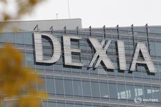 Здание Dexia в районе Дефанс недалеко от Парижа. Крупнейший банк РФ Сбербанк требует от франко-бельгийской группы Dexia компенсировать ему убытки после налоговых претензий к турецкому Denizbank за период, когда он принадлежал Dexia, сообщила франко-бельгийская группа. REUTERS/John Schults