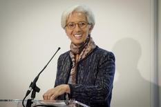 Unique candidate, Christine Lagarde a été élue pour un second mandat de cinq ans au poste de directrice générale du Fonds monétaire international. Son nouveau mandat débutera officiellement le 5 juillet. /Photo prise le 11 décembre 2015/REUTERS/Stefan Rousseau/Pool