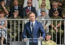 Президент Польши Анджей Дуда выступает в Шецине 13 августа 2015 года. Дуда обвинил соседнюю Россию в разжигании новой холодной войны через действия на Украине и в Сирии, и вновь попросил НАТО расширить свое присутствие на польской территории. REUTERS/Lukasz Wegrzyn/Agencja Gazeta