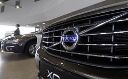 The Volvo logo is pictured on a car in a car dealership showroom in Riga August 18, 2014. REUTERS/Ints Kalnins
