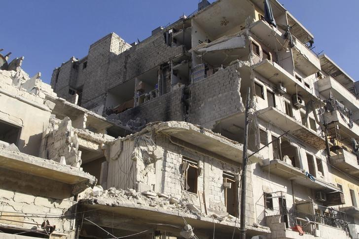 A damaged building is pictured after an airstrike on the rebel held al-Fardous neighbourhood of Aleppo, Syria February 18, 2016. REUTERS/Abdalrhman Ismail