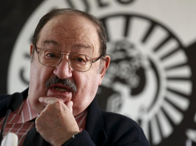 Italian writer Umberto Eco poses during the presentation of his novel ''The Cemetery of Prague'' in Madrid, in this December 13, 2010 file photo. REUTERS/Andrea Comas