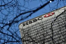En la imagen, la oficina principal de HSBC en el este de Londres, 15 de febrero, 2016. HSBC dijo que espera un entorno financiero más complejo por delante después de reportar un crecimiento de sus ganancias casi estable en el 2015, en un contexto sombrío por la desaceleración en China y el desplome en los precios de las materias primas. REUTERS/Hannah McKay