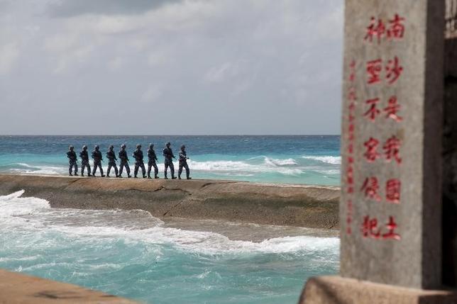 2月22日、米国のシンクタンクは、最近の衛星写真をもとに、中国が南シナ海の南沙諸島の人工島に高周波レーダーシステムを配備している可能性があると指摘。9日南沙諸島で撮影。提供写真(2016年 ロイター)