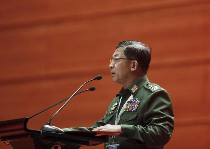 Myanmar's Commander-in-Chief Senior General Min Aung Hlaing gives a speech during talks between the government, army and representatives of ethnic armed groups over a ceasefire to end insurgencies, in Naypyitaw January 12, 2016. REUTERS/Soe Zeya Tun