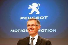 Le président du directoire de PSA Peugeot Citroën, Carlos Tavares. Le constructeur automobile PSA Peugeot Citroën a renoué en 2015 avec un bénéfice net après quatre années dans le rouge et a atteint en avance tous les objectifs de son plan de redressement économique, qu'il a désormais officiellement achevé. /Photo prise le 24 février 2016/REUTERS/Charles Platiau
