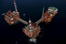 An oil platform is seen in the Adriatic Sea, Croatia, May 28, 2015. REUTERS/Antonio Bronic