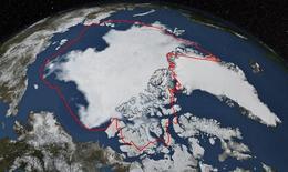 Уровнь льда Арктике достиг годового минимума, свидетельствует спутниковое фото, предоставленное Японским аэрокосмическим агентством и НАСА , сделанное 17 сентября 2014 года и опубликованное 22 сентября. Арктика тает стремительнее, чем законодатели успевают формулировать новые правила, стремясь предотвратить угрозу масштабного загрязнения тяжелой топливной нефтью с кораблей, совершающих рейсы по набирающему популярность маршруту.  REUTERS/NASA/Goddard Scientific Visualization Studio/Handout via Reuters