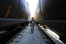 File photo of Dan Laramee walking between grain railway cars as he loads wheat from the Canadian prairies at the Pioneer grain elevator in Carseland, Alberta, October 2, 2011. REUTERS/Todd Korol