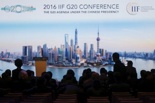 2月26日、中国の楼継偉財政相は、世界各国は経済政策での協力強化が必要で、国境を超えた取引や事業の障壁をさらに減らすべきと述べた。20カ国・地域(G20)財務相・中央銀行総裁会議の開幕にあたり演説した。写真は会場の様子。上海で25日撮影(2016年 ロイター/Aly Song)