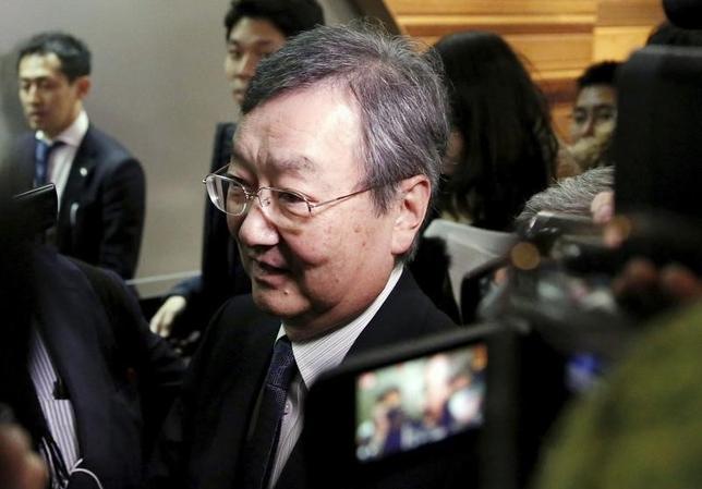 2月26日、シャープは、鴻海精密工業による買収について、「潜在的なリスクを含む経営状況の確認作業を行うなど最終契約に向け協議中」とコメント。写真は買収ニュース発表後の高橋社長。25日撮影(2016年 ロイター/Yuya Shino)