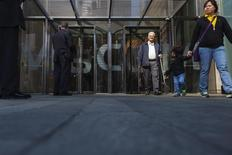 Security personnel stand outside the Viacom Inc. headquarters in New York April 30, 2013. REUTERS/Lucas Jackson