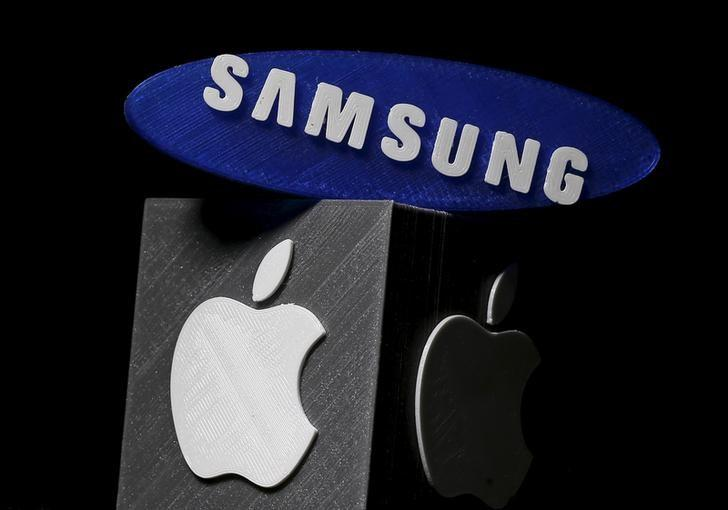 3D-printed Samsung and Apple logos are seen in this picture illustration made in Zenica, Bosnia and Herzegovina on January 26, 2016. REUTERS/Dado Ruvic/Files