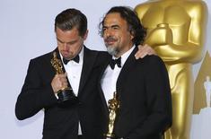 """Ator Leonardo DiCaprio e diretor  Alejandro Inarritu, ambos ganhadores do Oscar por """"O Regresso"""". 28/02/2016  REUTERS/Mike Blake"""