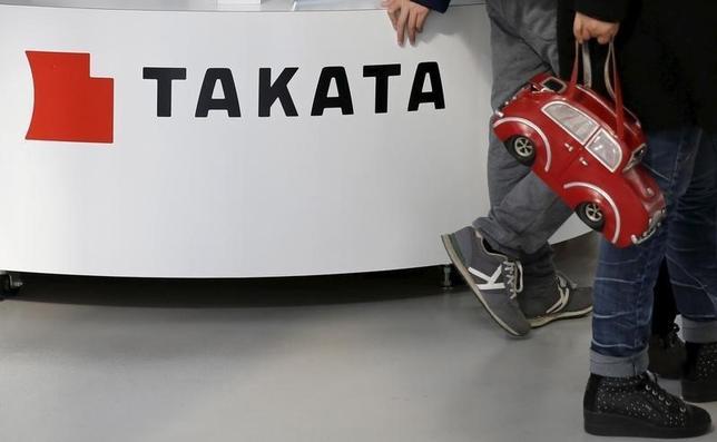 2月29日、エアバッグ異常破裂問題に揺れるタカタは自動車メーカー各社に原因調査の中間報告を説明し、リコール(回収・無償修理)費用の分担や経営支援の協議に向けて動き出した。同社のショールームで5日撮影(2016年 ロイター/Toru Hanai)