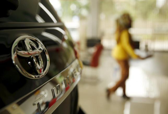 2月29日、トヨタ自動車のディディエ・ルロワ代表取締役副社長は、BMWとのスポーツカー車台の共同開発について、両社がかなり前向きだと明らかにした。ジャカルタで24日撮影(2016年 ロイター/BEAWIHARTA)