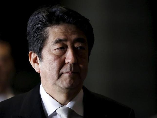 3月1日、安倍晋三首相は、国内外の有識者を招き世界経済を分析する会合を開く。今年に入り金融市場が動揺する中で、主要7カ国(G7)サミット議長国として、世界経済安定化のため経済政策を主導するのが狙い。写真は都内で1月撮影(2016年 ロイター/Yuya Shino)