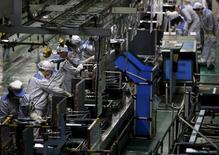 Завод компании Daikin Industries Ltd в Кусацу. 20 марта 2015 года. Капитальные инвестиции японских корпораций в период с октября по декабрь росли более медленными темпами, чем в предыдущем квартале, а прибыль корпораций упала впервые за последние четыре года, вызывая опасения по поводу того, что снижающиеся расходы бизнеса могут оказать давление на экономический рост. REUTERS/Yuya Shino