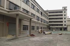 """Una fábrica cerrada en un estado industrial, en Dongguan, China. 25 de febrero de 2016. China planea despedir a entre cinco y seis millones de trabajadores de """"empresas zombi"""" en los próximos dos o tres años como parte de los esfuerzos para reducir el exceso de capacidad y la contaminación industrial, dijeron dos fuentes con lazos con la dirección del país. REUTERS/James Pomfret"""