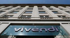 Vivendi a annoncé mardi avoir une nouvelle fois augmenté sa participation dans Telecom Italia pour la porter à 23,8%, contre 22,8% auparavant. Le groupe français de médias renforce ainsi sa position de premier actionnaire de l'opérateur italien de télécommunications. /Photo d'archives/REUTERS/Gonzalo Fuentes