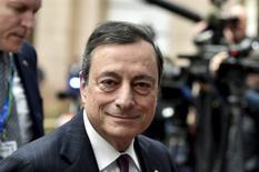 Le président de la Banque centrale européenne (BCE) Mario Draghi a déclaré que les perspectives de croissance et d'inflation de la zone euro s'étaient altérées et que l'institution devra en tenir compte la semaine prochaine à l'occasion de sa réunion de politique monétaire. /Photo prise le 19 février 2016/REUTERS/Eric Vidal