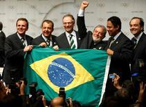 Delegação do Brasil comemorando a vitória do Rio na disputa para receber a Olimpíada de 2016, após votação do COI em Copenhague em 2009. 02/10/2009 REUTERS/Pawel Kopczynski